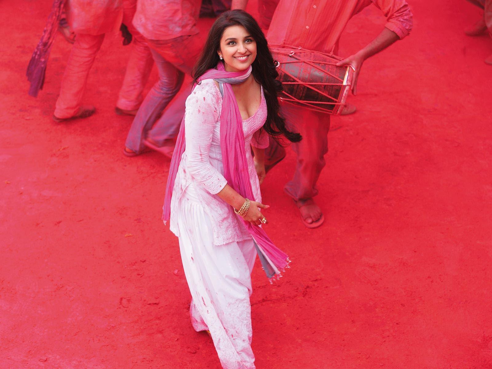 Parineeti Chopra 9 Beautiful Pics before she lost weight