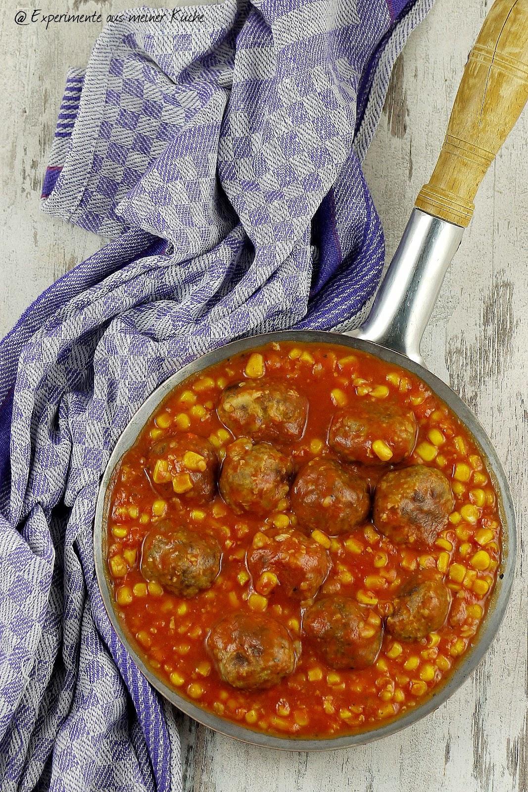aus meiner Küche: Ofenfrikadellen in Tomatensoße