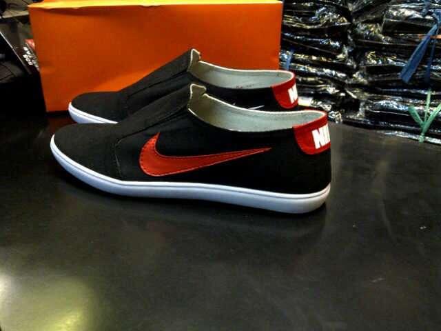 Sepatu Pria Nike Slip On Kombinasi Warna Icxy Shop