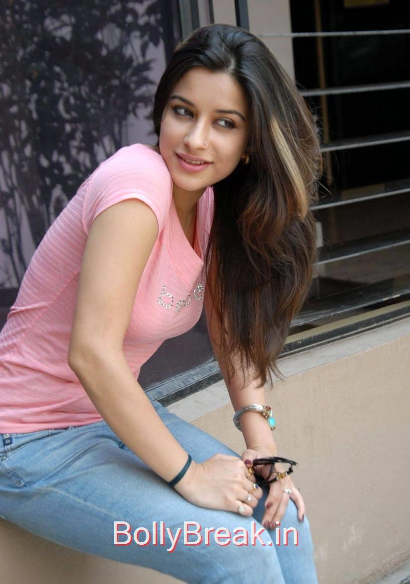 High Quality Madhurima Pics, Madhurima Hot Pics in Pink Top, tight Blue Jeans