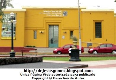 Foto a la fachada del Museo Nacional de Arqueología, Antropología e Historia del Perú por Jesus Gómez