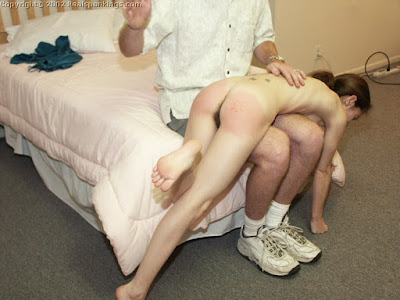women-sqarting-naked-vigina-spank-couple-and-girl