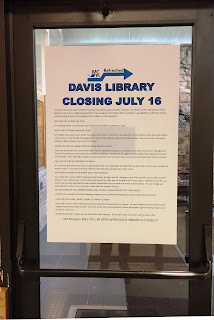 Davis Library closing sign on door