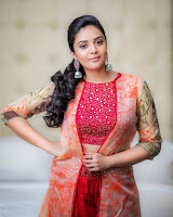 Anchor Sreemukhi Latest Glam Photo Shoot  TollywoodBlog