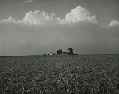 """""""Farm Landscapes"""" - 1985 - photo by Rhondal Mckinney   sad black and white photos   imagenes bellas de soledad y tristeza, fotos en blanco y negro bonitas"""