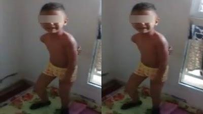 اعتقال الأم التي ظهرت في مقطع فيديو صادم وهي تضرب ابنها الصغير وترغمه على دعوة والده لتطليقها