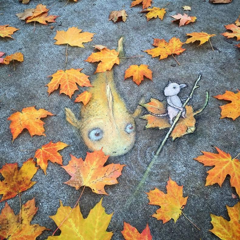 Nuevos peculiares personajes de tiza y carboncillo de David Zinn en las calles de Ann Arbor