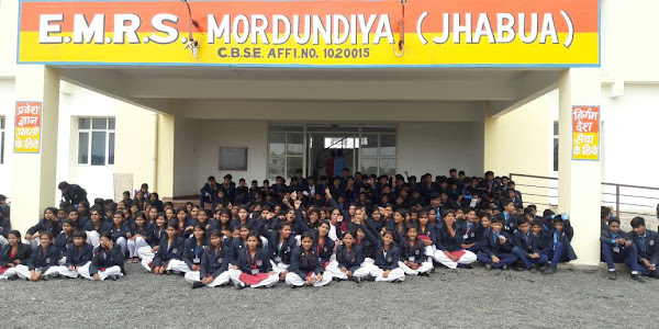 छात्रावास की समस्याओं को लेकर एकलव्य आदर्श विद्यालय के छात्रों ने किया धरना प्रदर्शन