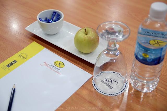 Susunan meja mesyuarat di Hotel Klana Resort Seremban