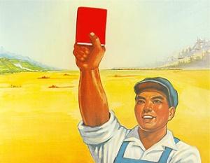 A imagem mostra um fazendeiro que sustenta uma cópia do livro vermelho pequeno de Mao.