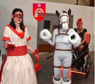 PonyGirl Alcyone avec les deux humaines.