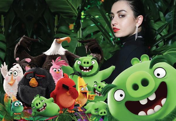 """Charli XCX se entrega indústria, mas não perde a pose com """"Explode"""" faixa para o filme de Angry Birds!"""