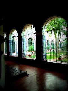 Azulejos Azuis de Sevilha, no Convento de San Francisco, em Lima