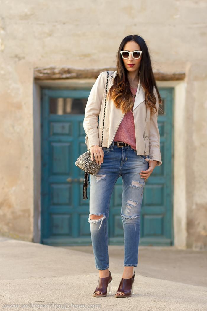 Look_influencias_dise%C3%B1o_italiano%2BMejores_looks_blogueras_2016_casual,chic%2BPantalones_vaqueros_rotos_toque,especial,rosa,impresa,MELTINPOT%