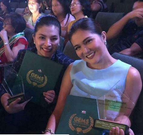 Best Friends Angel Locsin And Dimples Romana Both Received Awards At The GEMS Hiyas Ng Sining Awards