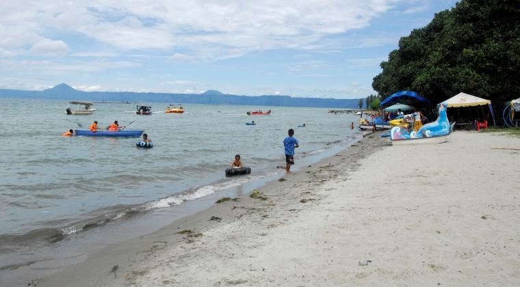Pantai Pasir Putih Parbaba Terletak di Desa Huta Bolon Samosir
