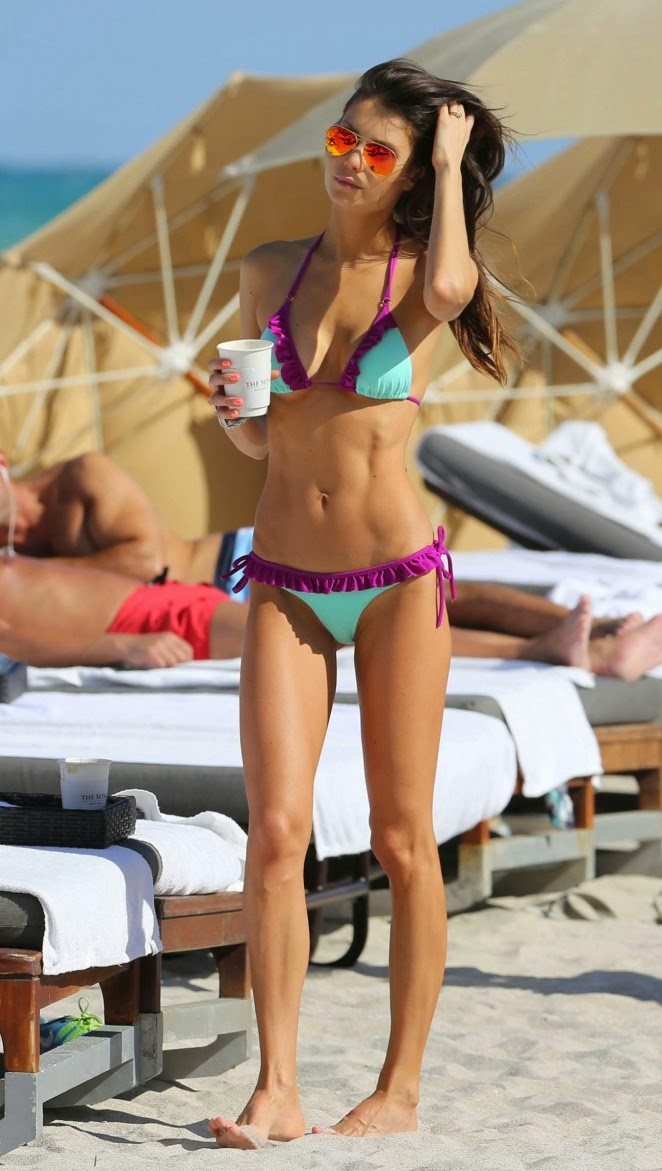 Julia Pereira shows off bikini body in Miami