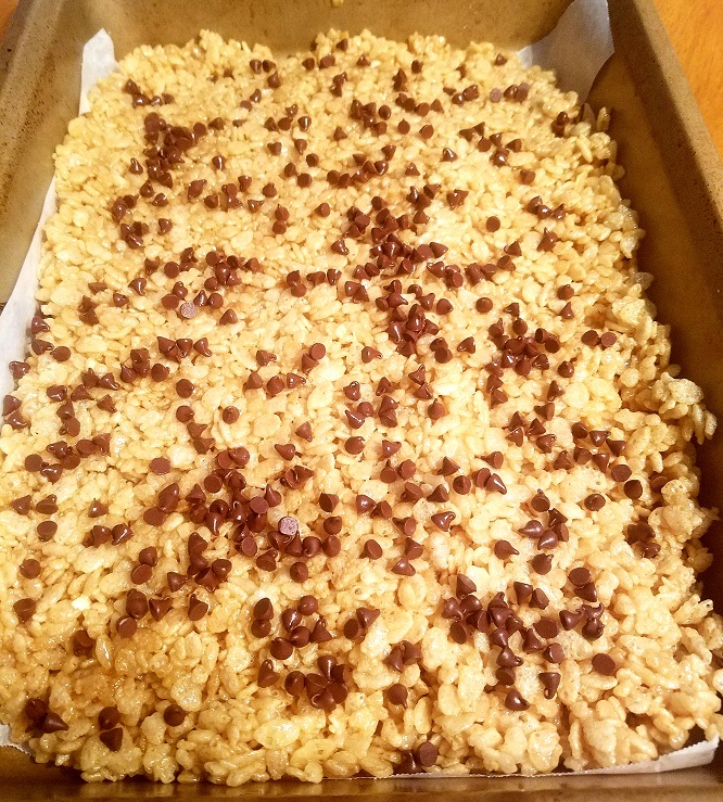 these are delicious peanut butter rice krispie treats and sprinkled on top with miniature semi sweet chocolate chips