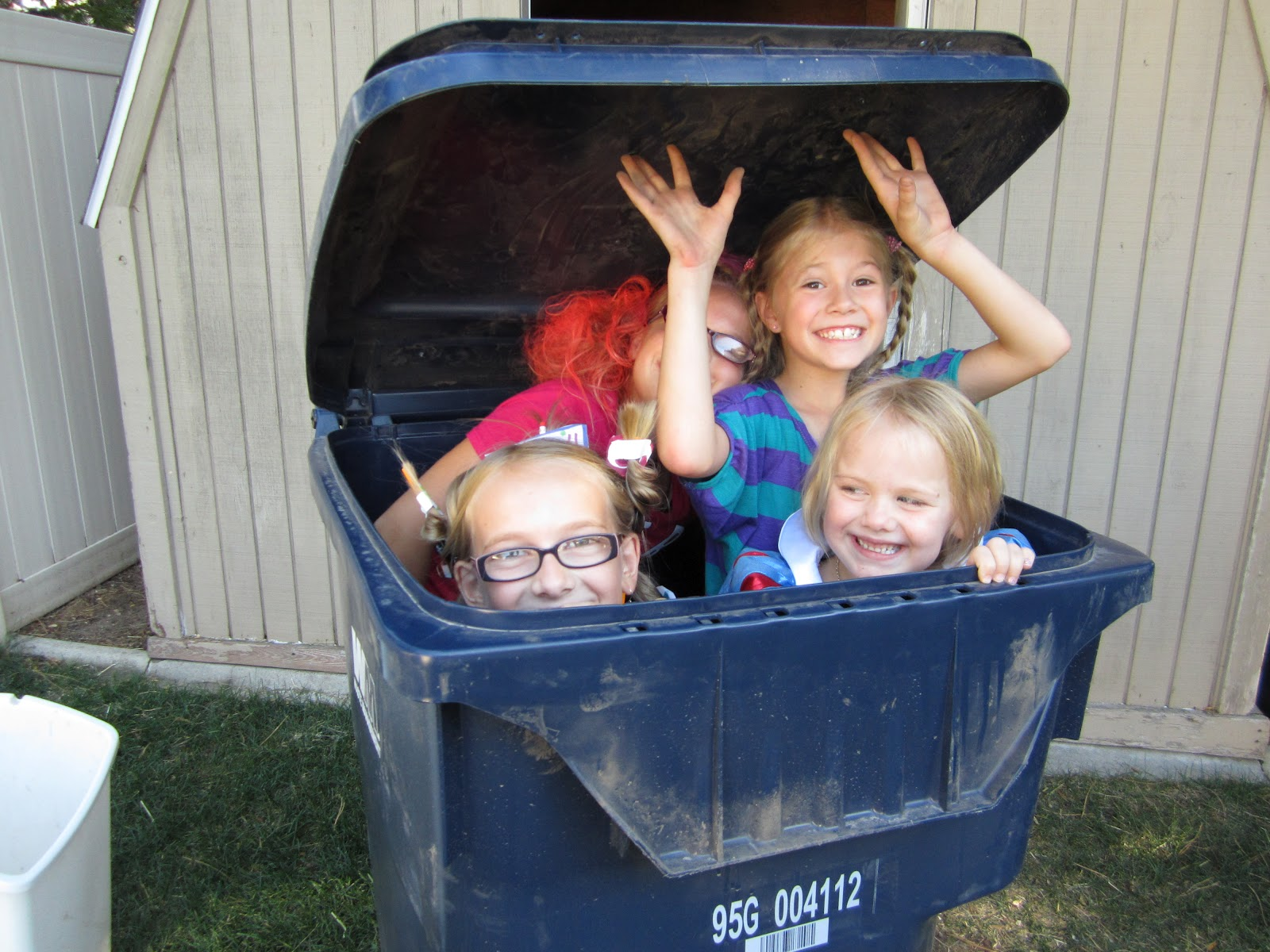 Fun Trash Can Our Life With 12 Kids The Imagination Trash Bin