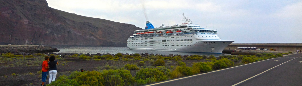 LA GOMERA ISLAND Canary Islands Cruise Ship Delayed - Cruise ship delayed