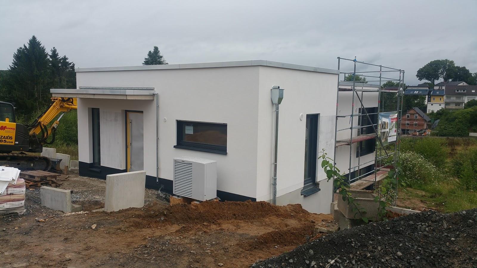 neues energiesparhaus von pictura creativhaus am limperichsberg das haus bekommt ein 39 gesicht 39. Black Bedroom Furniture Sets. Home Design Ideas