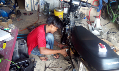 Gambar servis motor