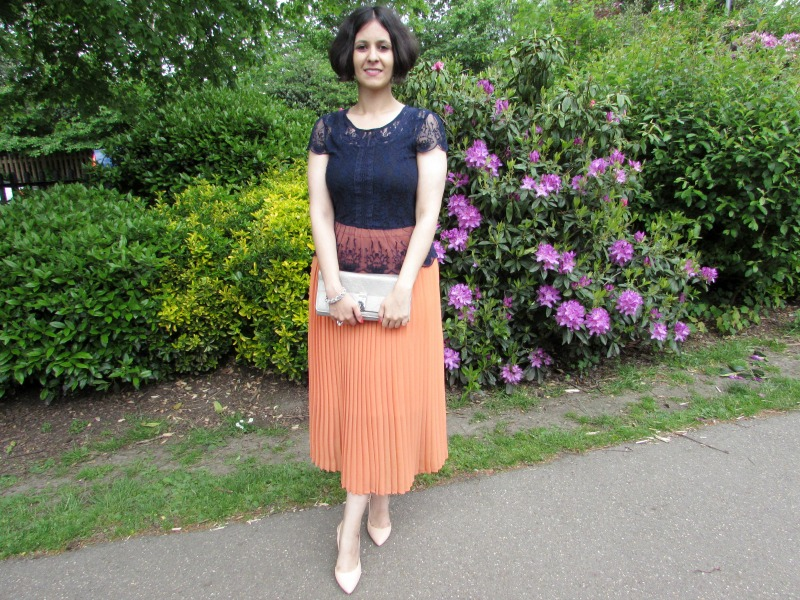 How to style a pleated skirt for an evening look