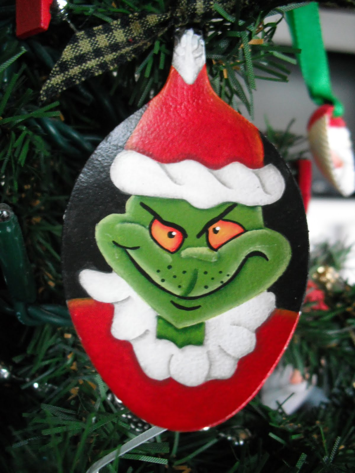 Cyndimac's Nick Knacks: Grinch Spoon Ornaments