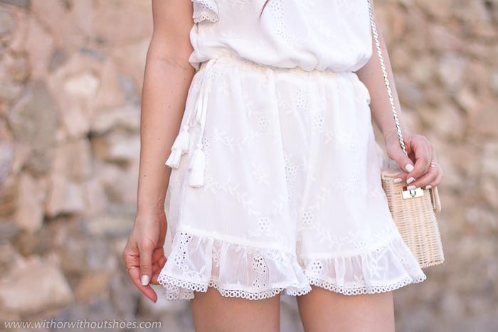 Mono short Romper modelo Davey color Ivory de Tularosa para Revolve Clothing
