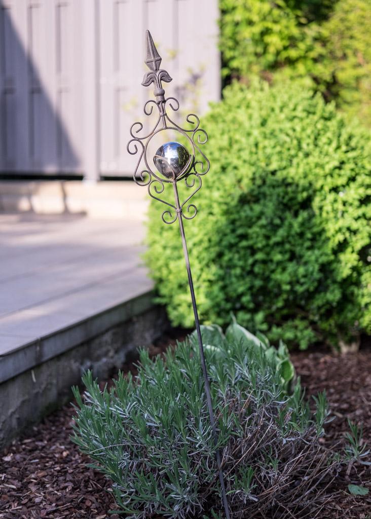 www.fim.works | Lifestyle-Blog | Gartenstecker aus Metall, Buchsbaum, Buchsbäume, WPC-Sichtschutz, Funkie, Hosta