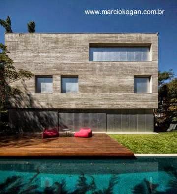 Una fachada de la Casa Cubo obra del arquitecto Marcio Kogan en San Pablo, Brasil