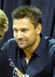 What is the height of Manu Bennett?