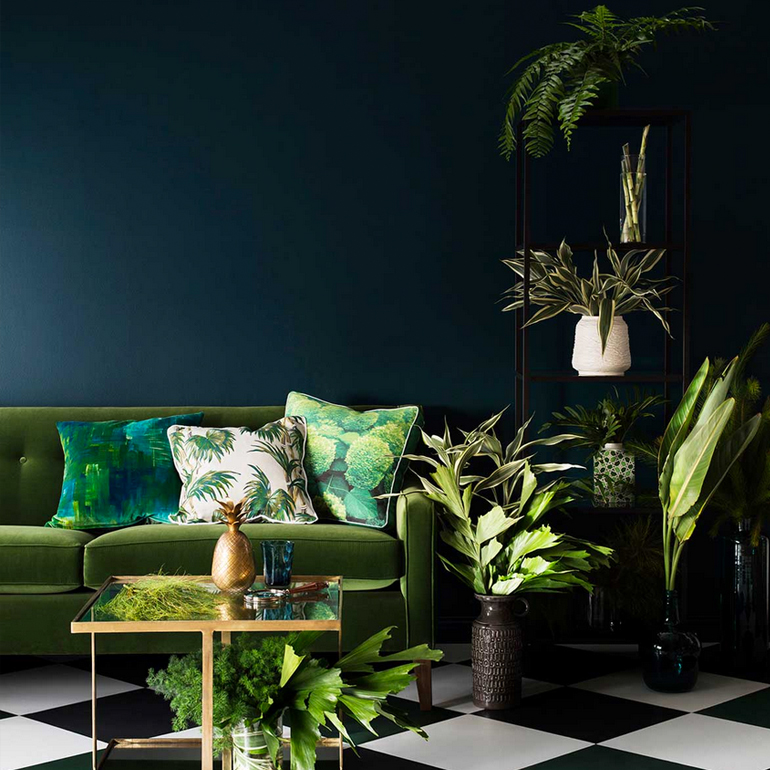 greenery-pantone-inspiracion-sofa-plantas-verde