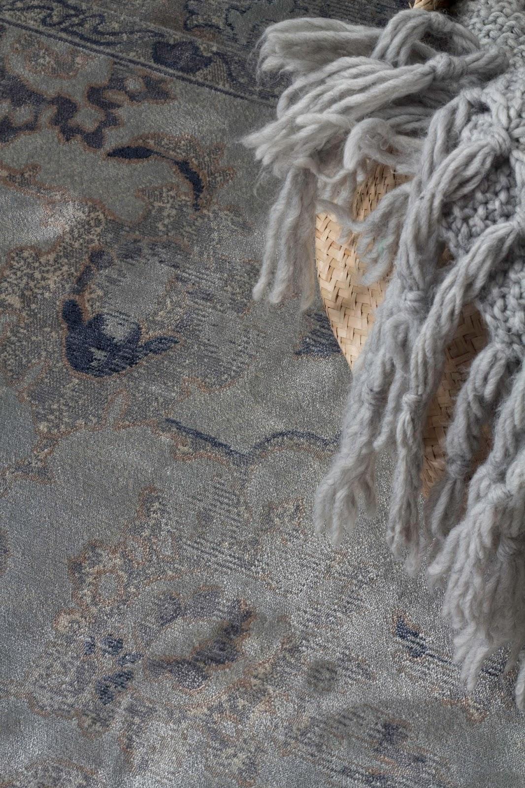 szary dywan vintage