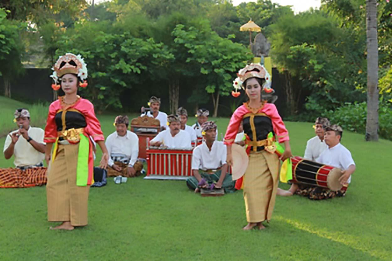Pertunjukan Tari Gandrung Lombok