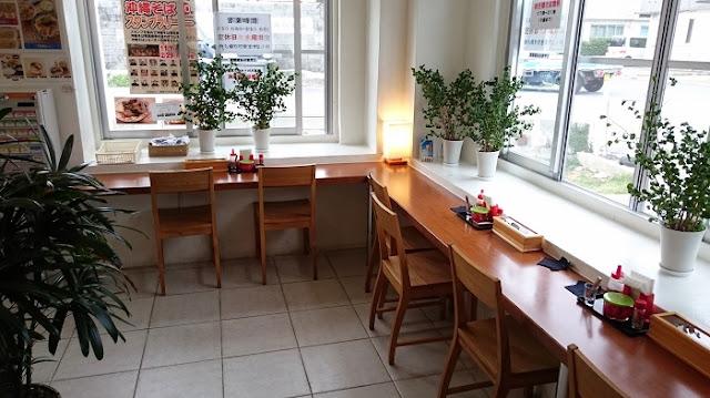 新山食堂港川店の店内の写真