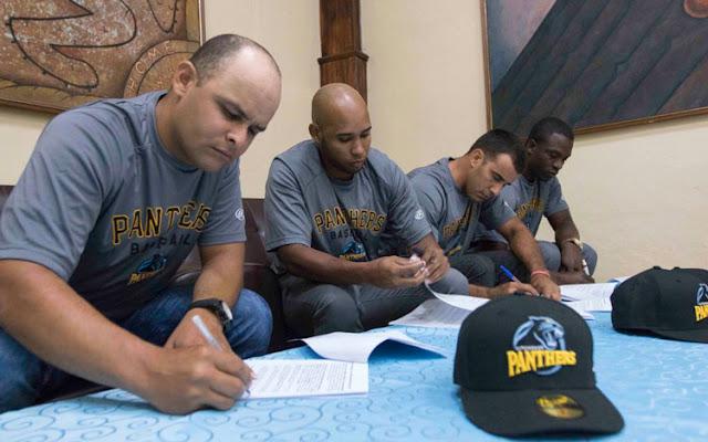 Yorbis Borroto y los lanzadores Noelvis Entenza, Miguel Lahera, y Jonder Martínez serán parte desde este domingo del roster de las Panteras de Kitchener