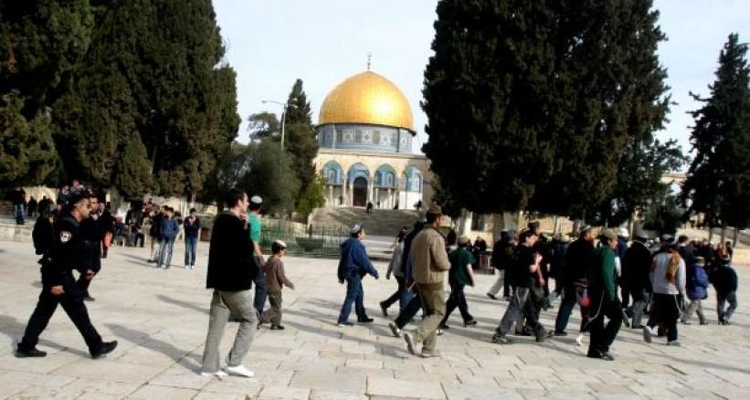 Ratusan Ekstremis Yahudi Leluasa Serbu Masjid Al-Aqsha