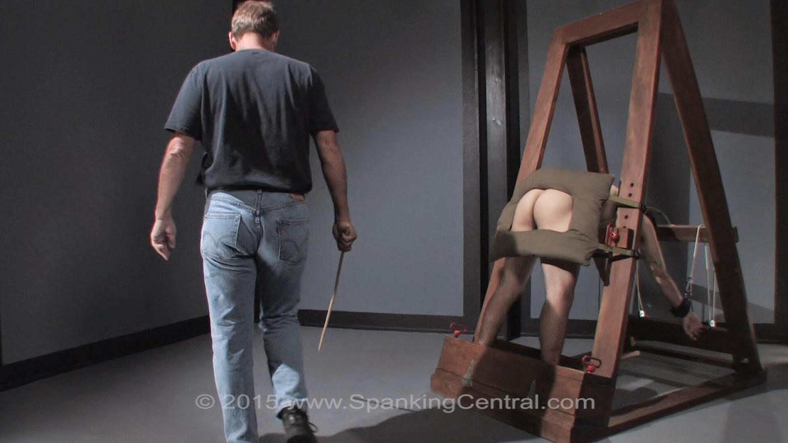 A judicial style caning from miss sultrybelle 4