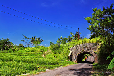 Terowongan dari arah jalan Kota Tasikmalaya, bekas rel KA angkutan pasir galunggung.
