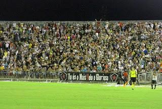 Botafogo vence em casa e briga por uma vaga nas oitavas de final