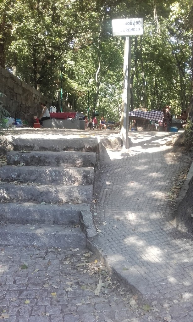 Acesso de rampa ao parque de Merendas