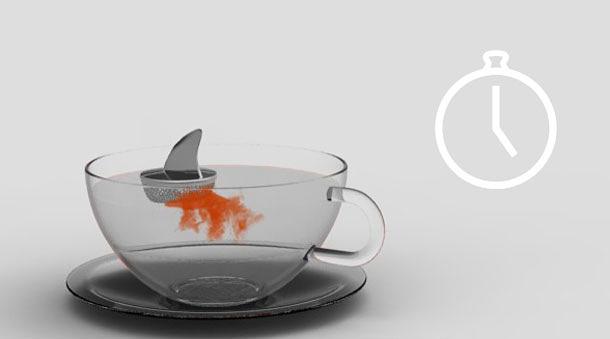 Köpek balığı çay süzgeci fincanda