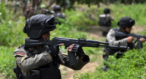 Tak Disangka ! Pertanyaan Dijawab Parang, Anggota Santoso Mampus Didor Polisi.