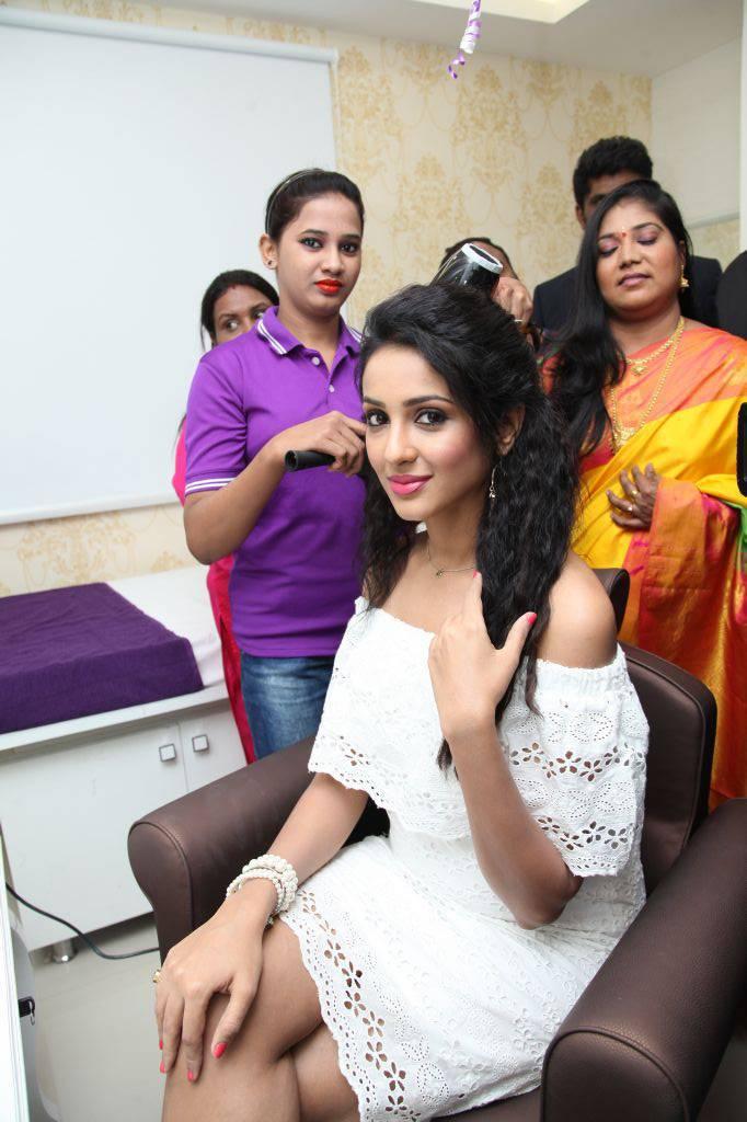 Priya Shri At Naturals Family Salon and Spa Launch Gallery