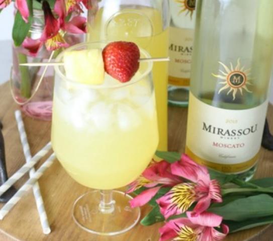 Pineapple Moscato Sangria #sangria #drink