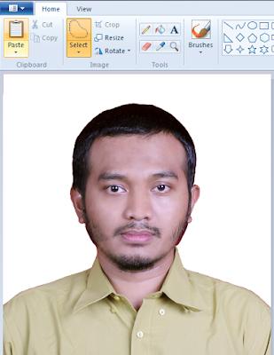 Hasil Seleksi Background Pas Foto Menggunakan Microsoft Paint