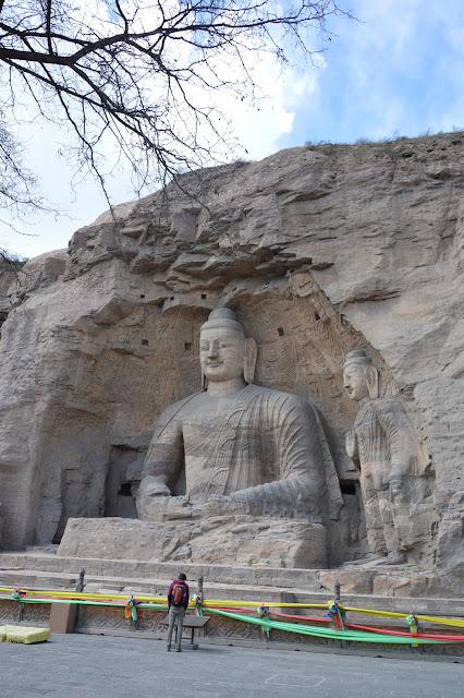 Bouddha géant gravé dans la roche aux caves de Yungang à Datong