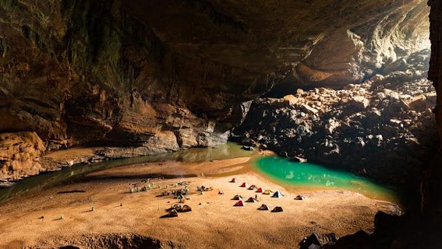 La cueva más grande del mundo. Cuánto mide la cueva más grande del mundo. Campistas dentro de la cueva mas grande del mundo Hang Sơn Đoòng
