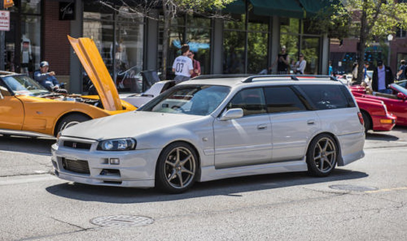 nissan stagea r34 gt r wagon will make you the coolest kid on the block carscoops. Black Bedroom Furniture Sets. Home Design Ideas